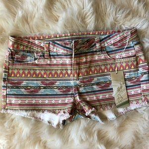 🌻 NWT Size 25 Aztec Print Shorts